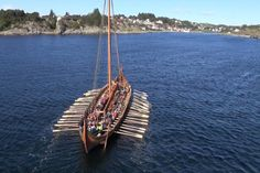 INSTEAD of being manned by rampaging, axe-wielding Scandinavian warriors the reconstructed Draken Harald the Fairhair will be rowed ashore by a… Viking Men, Viking Ship, Viking Books, Vikings Time, Viking Longship, Norwegian Vikings, Germanic Tribes, Viking Culture, Knights Templar