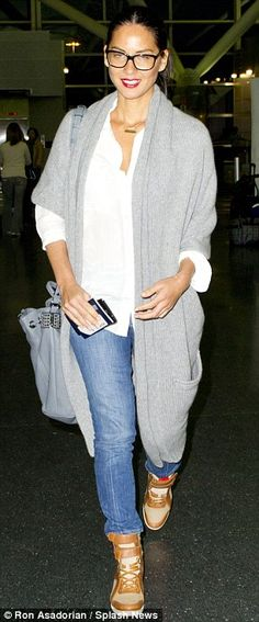 Casual cool: The Newsroom star certainly gave her dressed down ensemble a touch of pizazz