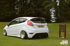 Stephen Chambers Mk7 Ford Fiesta on Hydraulics #stance