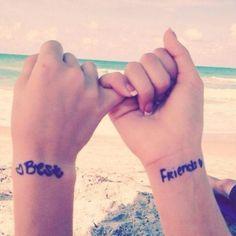 As melhores tatuagens para amigas. Está pensando em fazer algo especial com sua melhor amiga? Querem ter algo que identifique vocês, que una vocês e que seja um símbolo da amizade de vocês para sempre? Certamente viveram coisas boas, r...