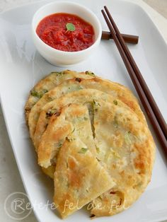 TURTITE CHINEZESTI CU CEAPA VERDE   Rețete Fel de Fel Chinese Food, Fine Dining, Supe, Food And Drink, Pizza, Yummy Food, Cooking, Ethnic Recipes, Anna