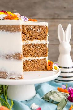 This classic Carrot Cake is one you'll want to add to your recipe collection! A moist and delicious cake paired with a not-too-sweet cream cheese frosting. Vegan Wedding Cake, Wedding Cake Flavors, Fall Wedding Cakes, Easy Cake Recipes, Frosting Recipes, Dessert Recipes, Vegan Carrot Cakes, Best Carrot Cake, Food Trucks