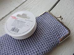 Pieniä hetkiä: Virkattu kukkaro + OHJE Diy And Crafts, Coin Purse, Projects To Try, Wallet, Purses, Crochet, Anna, Farmhouse Rugs, Handbags