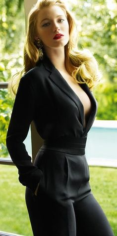 """Photo of Blake Lively Covers """"Vogue"""" February 2009 for fans of Gossip Girl 3522240 Blake Lively Vogue, Blake Lively Moda, Blake Lively Style, Blake Lively Fashion, Blake Lively Outfits, Blake Lively Dress, Beauty And Fashion, Look Fashion, Passion For Fashion"""