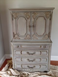 Annie Sloan Makeover French Linen With Dark Wax Paintedfurniture Painted Furniture Cabinets, Furniture, Annie Sloan Painted Furniture, Paint Furniture, Furniture Rehab, Painted Furniture, Furniture Restoration, Furniture Inspiration, Redo Furniture