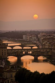 AMAZING PLACES - Sunset over Ponte Vecchio, Florence, Italy. How beautiful and romantic...