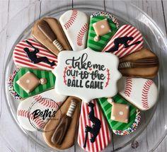 Baby Cookies, Iced Cookies, Cut Out Cookies, Sugar Cookies, Cookies Et Biscuits, Royal Icing Decorated Cookies, Sugar Cookie Royal Icing, Cookie Tray, Cookie Gifts