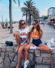 girl power tee || cute beach picture