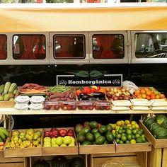 Agora todas as quintas-feiras tem uma Kombi com produtos orgânicos estacionada em frente a um condomínio do Sumaré, na garagem reservada