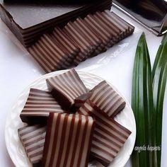 Resep kue lapis paling enak istimewa Indonesian Desserts, Asian Desserts, Indonesian Food, Easy Desserts, Delicious Desserts, Rice Cake Recipes, Donut Recipes, Dessert Recipes, Vsco