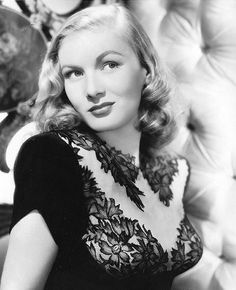 Veronica Lake (November 1922 – July an American film, stage, and television actress. Vintage Hollywood, Hollywood Glamour, Hollywood Stars, Hollywood Actresses, Classic Hollywood, Hollywood Icons, Classic Actresses, Female Actresses, Classic Films
