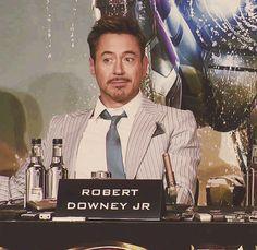 RDJ: flirting during an Iron Man 3 press conference.