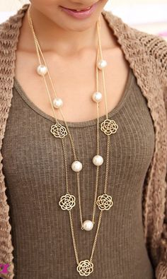 Roses petal color retention long necklace