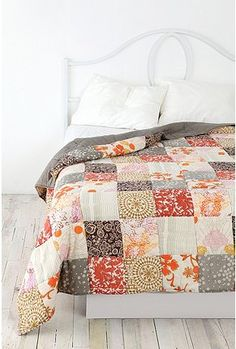 I want a home with guestrooms, so I can put patchwork quilts on the bed Geometric Patterns, Quilt Patterns, Quilting Projects, Sewing Projects, Quilt Modernen, Granny Chic, My New Room, Interior Design, Decoration