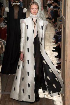 Drama Queens: Valentino Couture Fall 2016   Hint Fashion Magazine