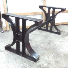 49 Fantastic Industrial Table Design Ideas If you're looking for a table that you can use for various purposes-then a stainless steel table can be an … Welded Furniture, Iron Furniture, Steel Furniture, Furniture Stores, Industrial Dining, Industrial Lighting, Industrial Furniture, Industrial Door, Industrial Farmhouse