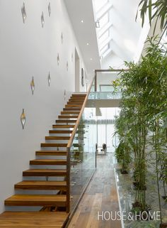 Aldo House is a minimalist family home in Ontario, Canada designed by Prototype Design Lab. An atrium runs the full-length of the house with a long skylight. Ontario, Detail Architecture, Space Architecture, Deco Design, Design Lab, Pad Design, Sketch Design, Design Concepts, Modern Stairs