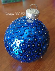 DIY Christmas ornaments for the holidays.