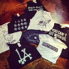 Shirt t-shirt hipster black la shirt tanks crop tops vintage style fashion white summer Teen Fashion, Fashion Outfits, Womens Fashion, Style Fashion, Coachella, Summer Outfits, Cute Outfits, Estilo Rock, Mode Style