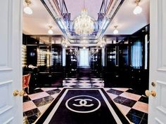 what a heavenly closet!!