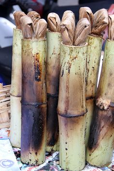 Thai Khao Lam – Bamboo Tubes of Sweet Custardy Sticky Rice (ข้าวหลาม) - http://www.eatingthaifood.com/2013/03/thai-khao-lam-bamboo/
