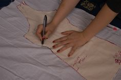 Fitting a 14th century dress - custom pattern