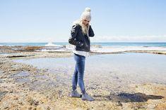 Wenn der Schnee wiedermal schmilzt,  bleibt dein Fuß mit unserem EMU Lammfellschuh Pioneer Leather immer angenehm warm und trocken -  jetzt bei uns in Aktion! Emu, Raincoat, Jackets, Fur Fashion, Action, Snow, Rain Jacket, Down Jackets