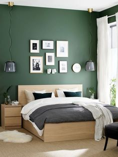 Green Bedroom Walls, Green Master Bedroom, Sage Green Bedroom, Green Accent Walls, Bedroom Wall Colors, Accent Wall Bedroom, Bedroom Color Schemes, Green Rooms, Room Ideas Bedroom