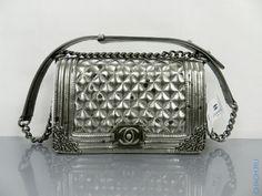Сумка Chanel Boy Flap Bag из серебристой натуральной кожи