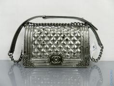 Сумка Chanel Boy Flap Bag из серебристой натуральной кожи
