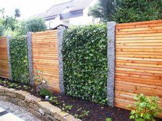 Efeuhecke An Granitstelen Mit Sichtschutz Aus Holz   Mobilane Fertighecke®    Pflanzfertige Heckenelemente   Fertiger