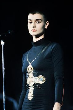 Sinead O'Connor stepped out in Los Angeles with her usual look of a buzzed haircut and a slimmer bod. Bjork, Wonderwall, Got The Look, Shaved Hair, 90s Fashion, Style Icons, Hair Cuts, Long Hair Styles, My Style