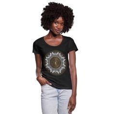 Geschenke Shop | Drittes Auge Mandala Yoga Meditation - Frauen T-Shirt mit U-Ausschnitt Yoga Meditation, Mandala Yoga, T Shirts For Women, Sexy, Shopping, Fashion, T Shirt With Collar, Woman, Great Gifts