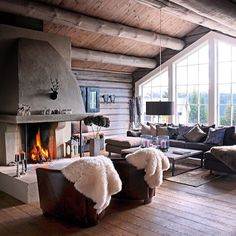 Vinn opphold for to på et ekte dansk badehotell! Cozy Living Rooms, Home And Living, Living Room Decor, Interior Architecture, Interior Design, Rustic Home Design, Lodge Style, Cabins And Cottages, Cottage Interiors