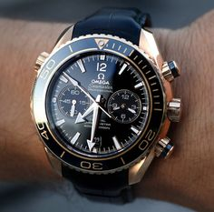 Buying The Right Type Of Mens Watches - Best Fashion Tips Elegant Watches, Stylish Watches, Luxury Watches For Men, Men's Watches, Cool Watches, Fashion Watches, Omega Railmaster, Hand Watch, Omega Seamaster