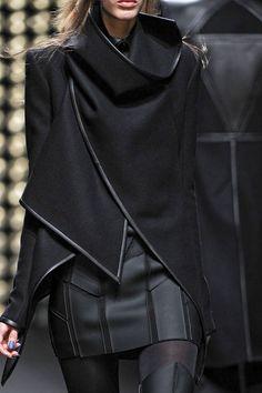 Futuristic Fashion, Gareth Pugh Fall 2011 No surprise that Adam Lambert wears his designs a lot. Gareth Pugh, Dark Fashion, High Fashion, Womens Fashion, 80s Fashion, Latex Fashion, Vogue Fashion, Milan Fashion, Gothic Fashion