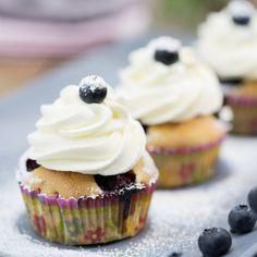 Heidelbeer-Cupcakes mit Vanillesahne