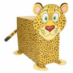 Luipaard zelf maken knutselpakket / Sinterklaas surprise. Compleet basis bouwpakket om een luipaard te kunnen maken zoals op de afbeelding. Dit pakket bestaat uit de basismaterialen en instructies die u nodig heeft om een luipaard te knutselen van ongeveer 41 x 16 x 35 cm. Daarna kunt u de surpise naar eigen wens versieren en personaliseren. Extra nodig: - Lijm - Schaar - Plakband / tape Ruimte voor kado: In het doosje is een ruimte van ongeveer 35 x 24 x 12 cm.