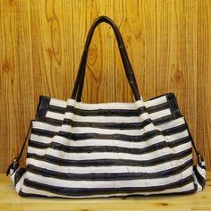 53.40$  Watch here - http://alihjt.shopchina.info/go.php?t=32211387022 - Free shipping Fashion bag travel  black and white real leather women's bag first layer of cowhide big bags size 50*31*15cm  #magazineonline