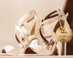 Sandália de Salto Alto Dourada para festa.