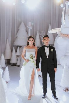 A Showstopping Elegant All-White Wedding At Grand Hyatt Kuala Lumpur - The Wedding Notebook magazine All White Wedding, Wedding Dj, Wedding Looks, Wedding Notebook, Wedding Planner, Grand Hyatt, Bridesmaid Dresses, Wedding Dresses, Bridal Gowns