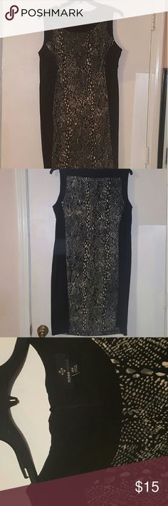 Ronni nicole bodycon dress Black grey and white snake print. 16w comes just below knee on me and im 5'7. Smoke and pet free home ronni nicole Dresses