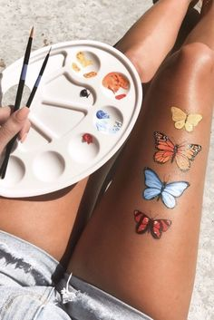 colorful butterfly art painting on legs mariposa monarch butterfly orange blue r. - colorful butterfly art painting on legs mariposa monarch butterfly orange blue red yellow paint art acrylic leg skin vsco girl inspiration summer palette Source by - Leg Painting, Yellow Painting, Painting Tools, Painting Tutorials, Butterfly Painting, Butterfly Art, Painting Flowers, Monarch Butterfly Tattoo, Aesthetic Painting