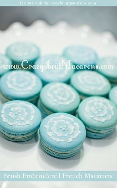 love this color. Could decorate like this on top of a cupcake?