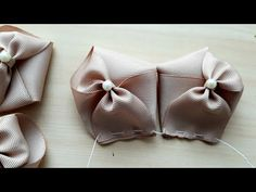 Laço Charmoso 2 by Sandra Monteiro - YouTube Ribbon Art, Diy Ribbon, Ribbon Crafts, Ribbon Bows, Making Hair Bows, Diy Hair Bows, Diy Bow, Fabric Bows, Fabric Flowers