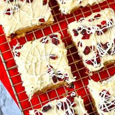 Cranberry Bliss Bars - a Starbucks Copy Cat Recipe! Cranberry Bliss Bars - a Starbucks Copy Cat Recipe! Brownie Desserts, Oreo Dessert, Mini Desserts, Holiday Desserts, Dessert Bars, Dessert Recipes, Starbucks Gluten Free, Low Carb Starbucks, Paleo