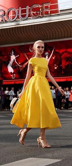 El día de hoy te quiero compartir estas bellisimas ideas de vestidos de cóctel en color amarillo, ¡Te van a encantar!