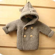 Disponible gratuitement en taille 9/12 mois Le modèle est tricoté tout au point mousse, en un seul morceau, en commençant par une manche.