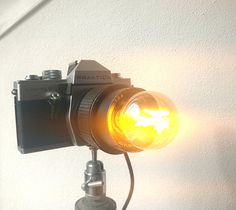 Bekijk dit item in mijn Etsy shop https://www.etsy.com/nl/listing/593086933/fotocamera-lamp