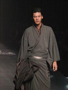 Jotaro Saito - Mercedes Benz Fashion Week Tokyo F/W 2015 Japanese Yukata, Japanese Costume, Japanese Men, Japanese Outfits, Harajuku Mode, Harajuku Fashion, Japan Fashion, Sharp Dressed Man, Well Dressed Men